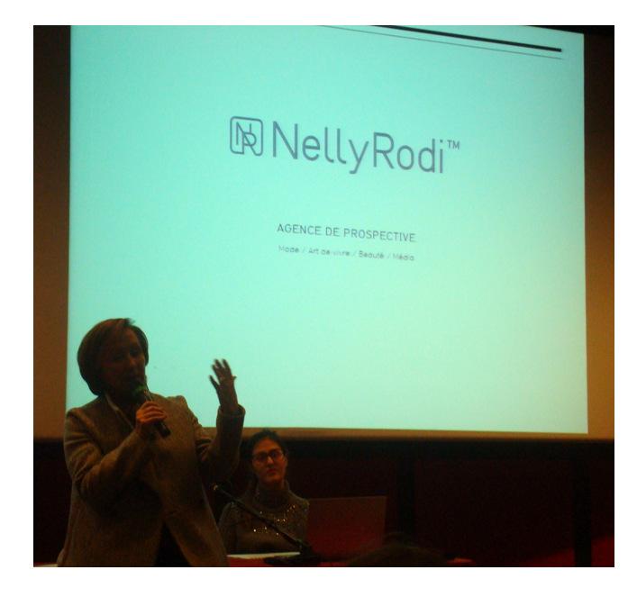 Conférence de la prêtresse des tendances Nelly Rodi